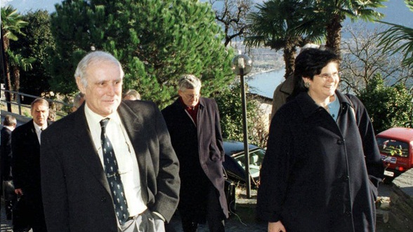 Falvio Cotti (President of the Swiss Confederation) from Ticino and Ruth Dreifuss (Vice President) from Geneva on their way to a closed meeting of the Federal Council in Ticino in 1989.
